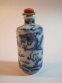 Chinese Blue & White Dragon Snuff Bottle