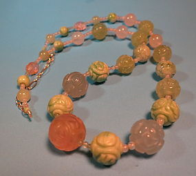 Chinse carved jadeite and rosequatz beaded necklace