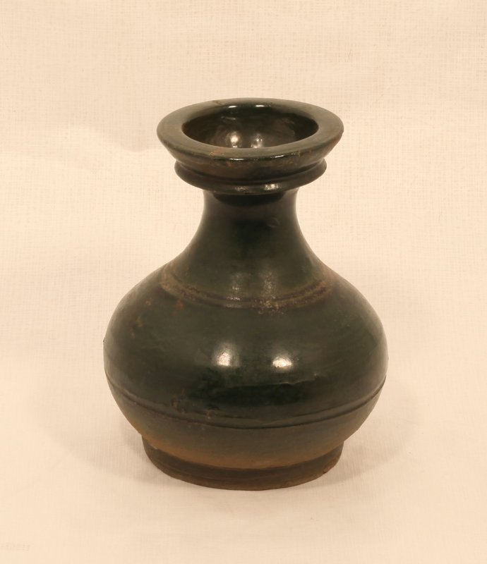 Chinese Han Dynasty Hu form vase in green glaze