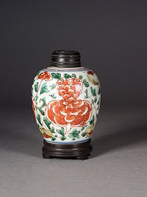 Small Chinese porcelain wu cai jar